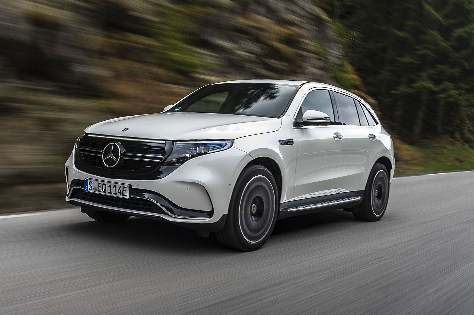 Mercedes-Benz-EQC-2019-764-21